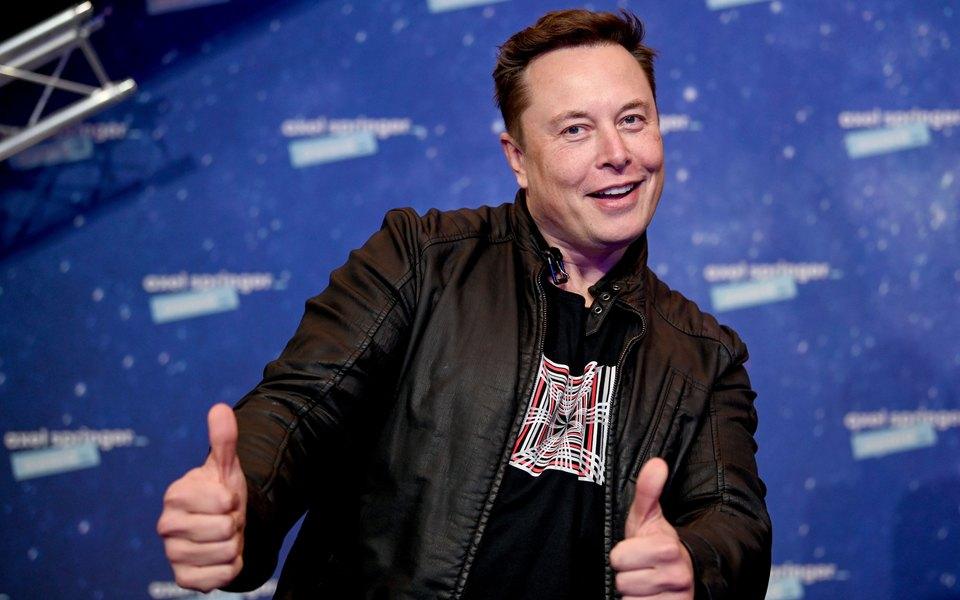 Илон Маск попросил подписчиков помочь ему сидеями дляпародий Saturday Night Live. Он станет ведущим следующего выпуска шоу