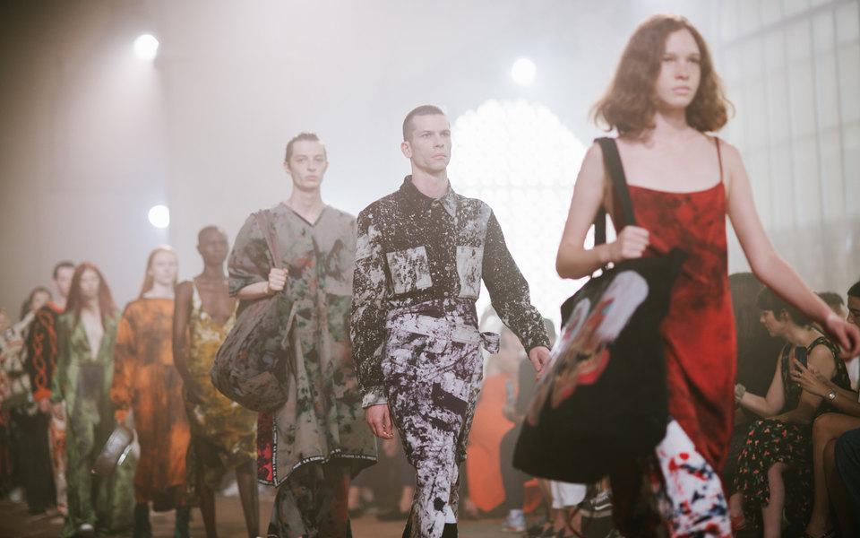 Зачем икому нужны недели моды? Устарел ли этот формат? Отвечают профессионалы индустрии