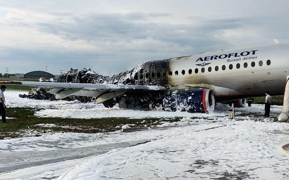 Почему загорелся самолет вШереметьево: разбор возможных причин