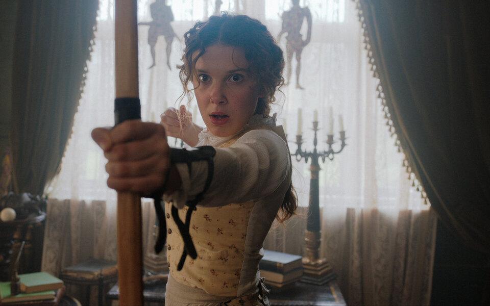 «Энола Холмс» сМилли Бобби Браун — приключенческий детектив осестре Шерлока Холмса. Рецензия