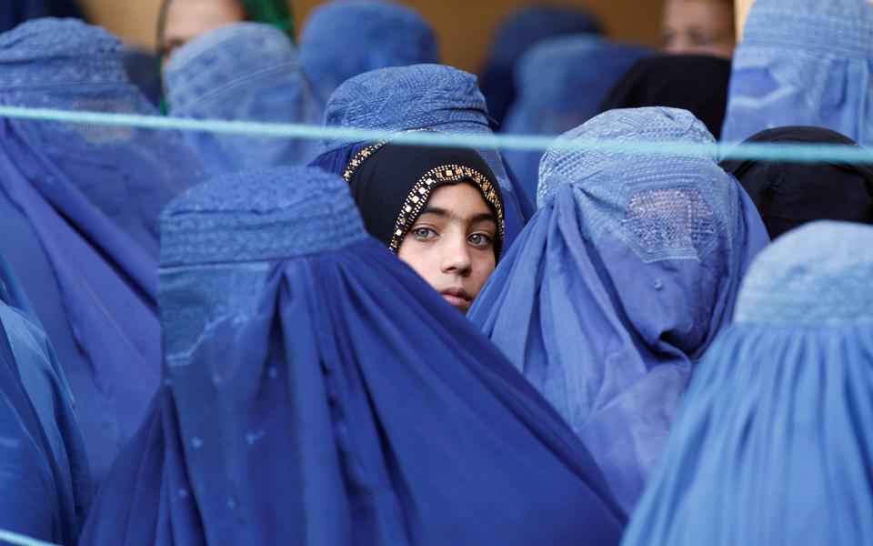 Франс Пресс: талибы обязали студенток афганских частных университетов носить никабы