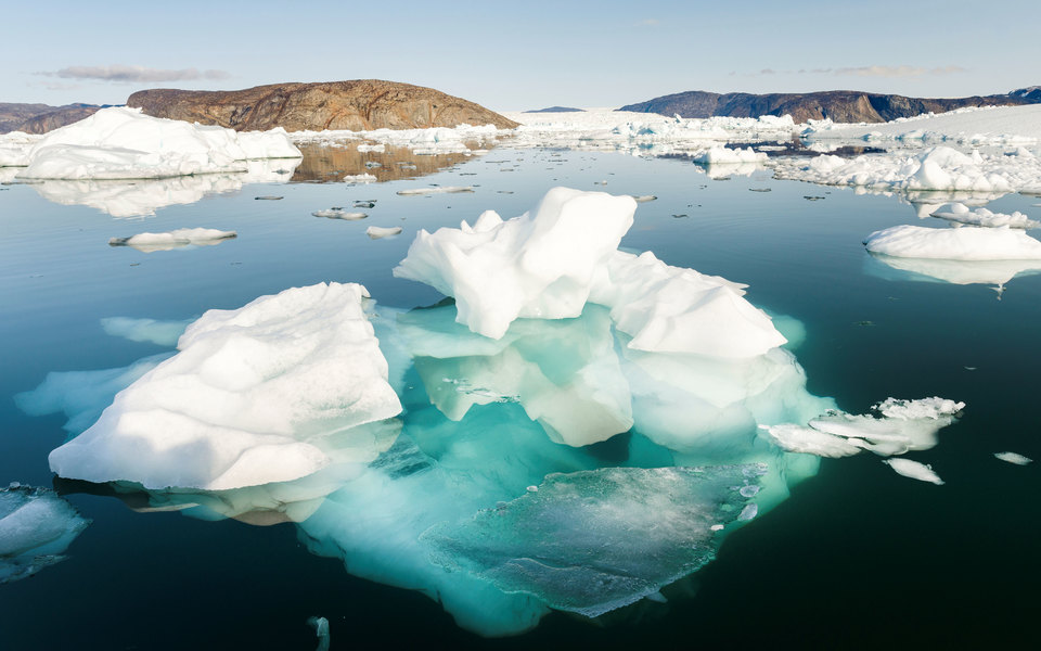 Гренландия потеряла 11 миллиардов тонн льда засутки