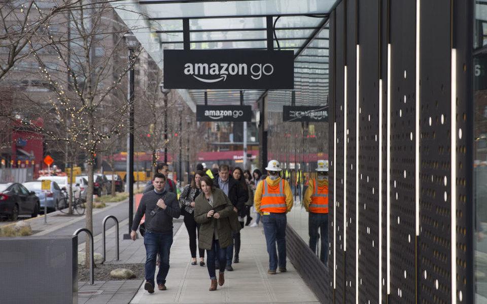Amazon открыл первый супермаркет безкасс ипродавцов
