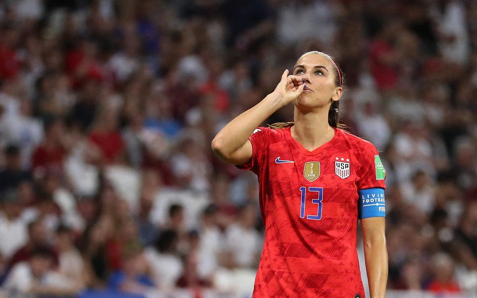 Футболистку сборной США раскритиковали из-за того, как она праздновала гол. Ее поддержала Софи Тернер
