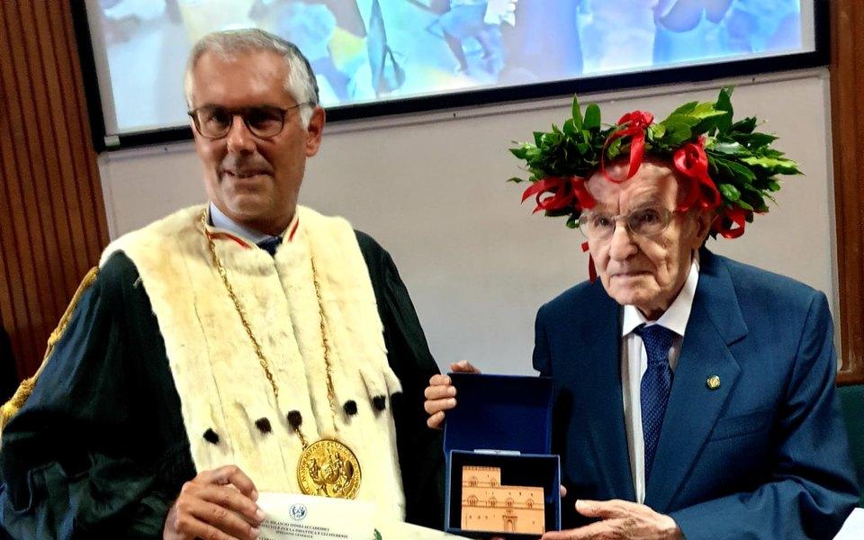 Почти 97-летний итальянец исполнил мечту всей жизни, окончив университет. Теперь он собирается вмагистратуру