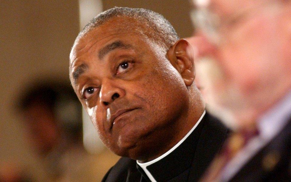 Папа римский впервые назначил кардиналом темнокожего американца. Он поддерживает ЛГБТК+ сообщество и высказывает недовольство политикой Трампа