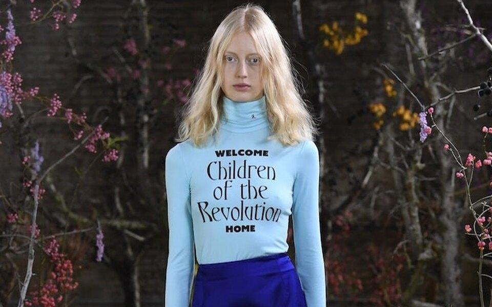 Фиолетовые платья ижелтый мох: дизайнер Раф Симонс впервые показал женскую коллекцию