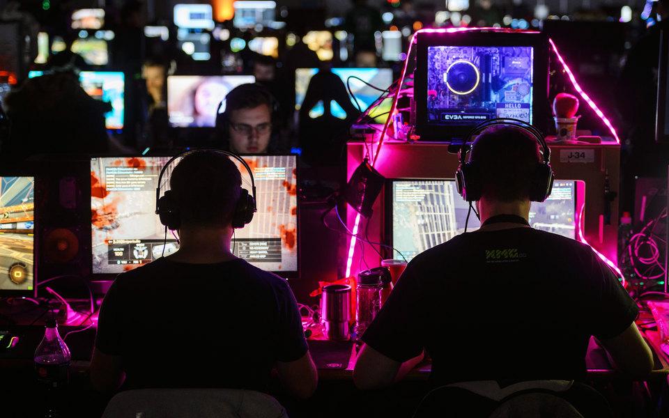 Киберспорт: как на нем зарабатывать, кто становится киберспортсменами и  зачем за ним следить (отвечают эксперты) | Журнал Esquire.ru