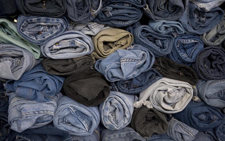 Продать нельзя уничтожить: почему модные бренды режут исжигают нераспроданные товары