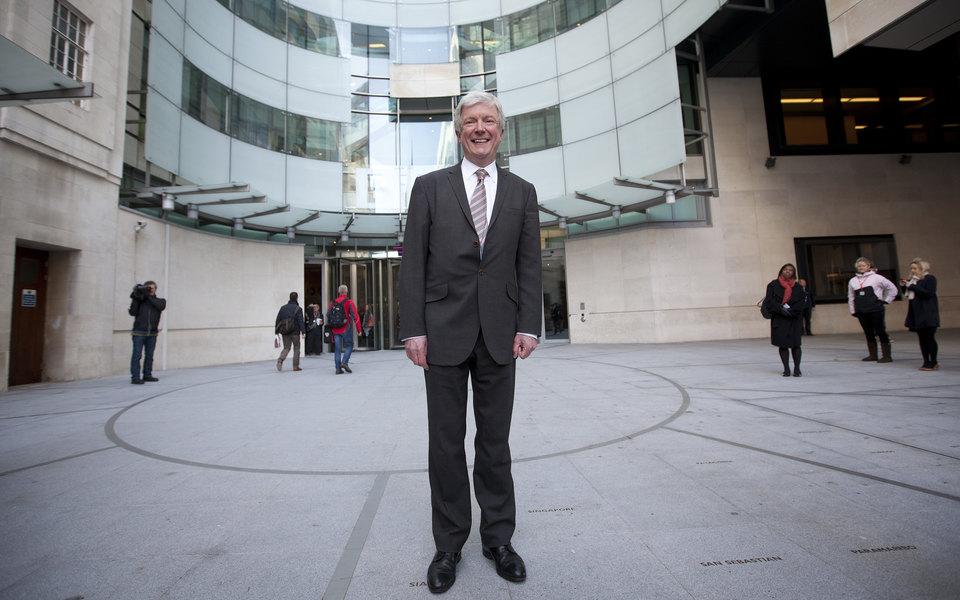 Генеральный директор Би-би-си Тони Холл уходит вотставку