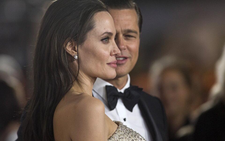Анджелина Джоли проиграла дело обопеке наддетьми. Она нехотела, чтобы Брэд Питт сними виделся