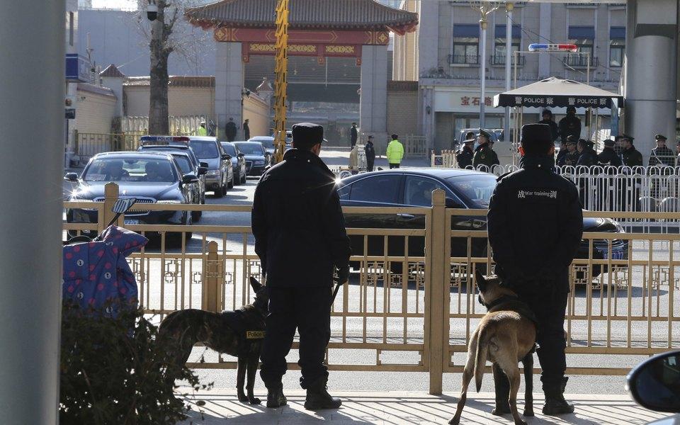 В Пекине мужчина c ножом напал наодну изшкол