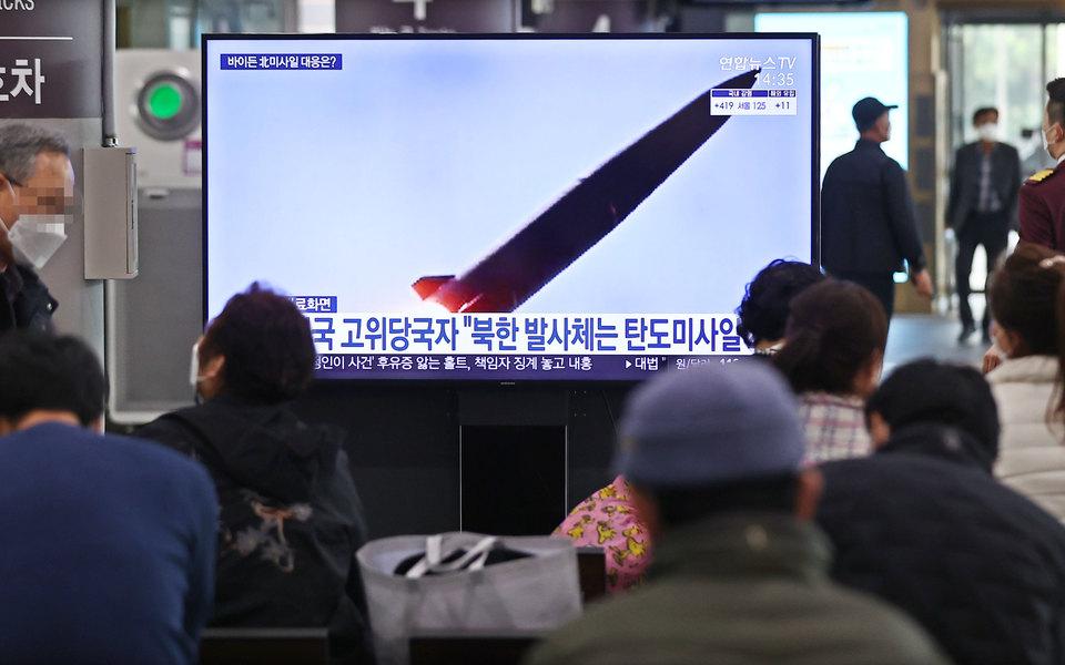 КНДР выпустила две баллистические ракеты в сторону Японского моря. Это уже второй запуск за неделю