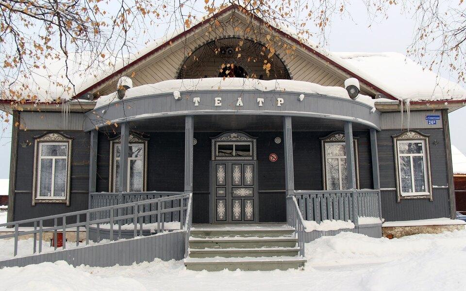 Сельский театр собрал черезкраудфандинг больше 300 тысяч рублей нановый туалет. Научреждение обратил внимание Кирилл Серебренников — изовет туда
