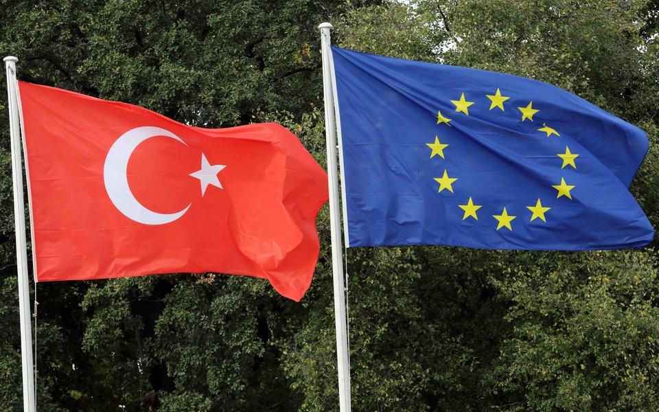 ЕС одобрил санкции против Турции из-за бурения уберегов Кипра. ВАнкаре заявили, что продолжат добычу