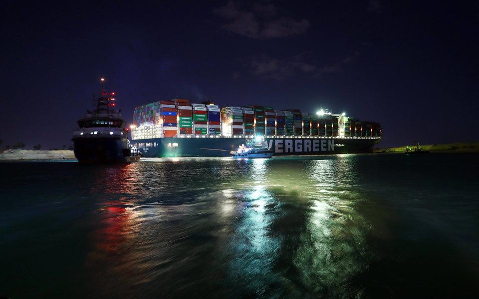 Пользователь Twitter создал сайт, на котором контейнеровоз можно переместить куда угодно