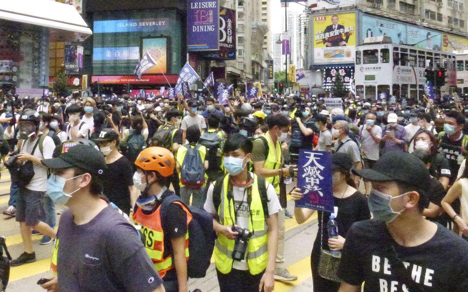 В Гонконге возобновились протесты. Полиция применила водометы и слезоточивый газ