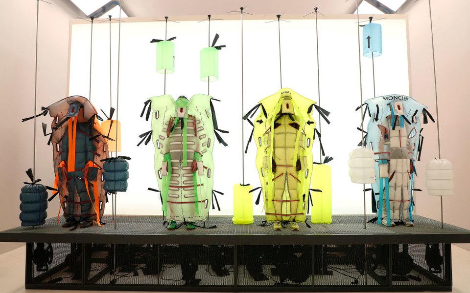 Шипастые шарфы, принт итрикотаж: лучшие показы смужскими выходами спроходящих недель моды