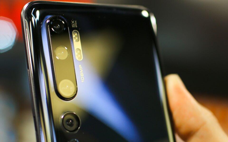 США внесли Xiaomi вчерный список, запретив американцам инвестировать вкомпанию. Акции корпорации упали на10%