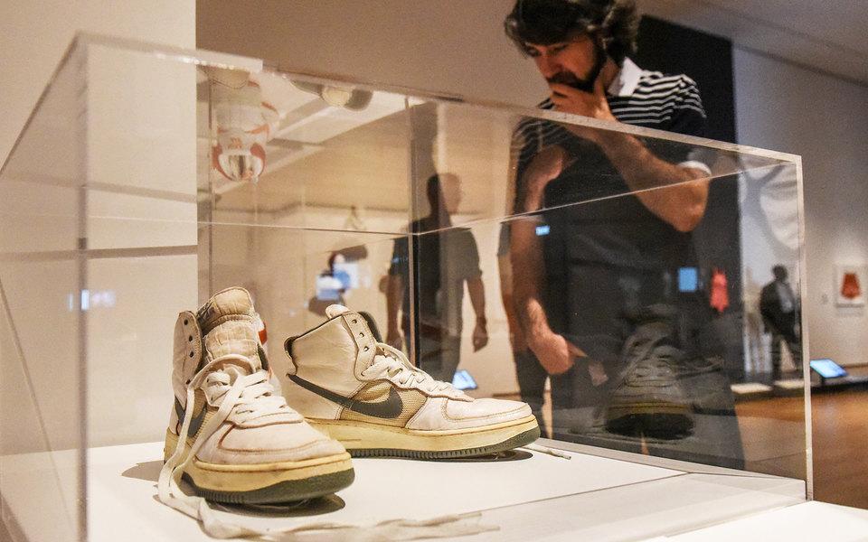 Почему кроссовки превратились изтренда вбольшую экологическую проблему (и как ее решать)