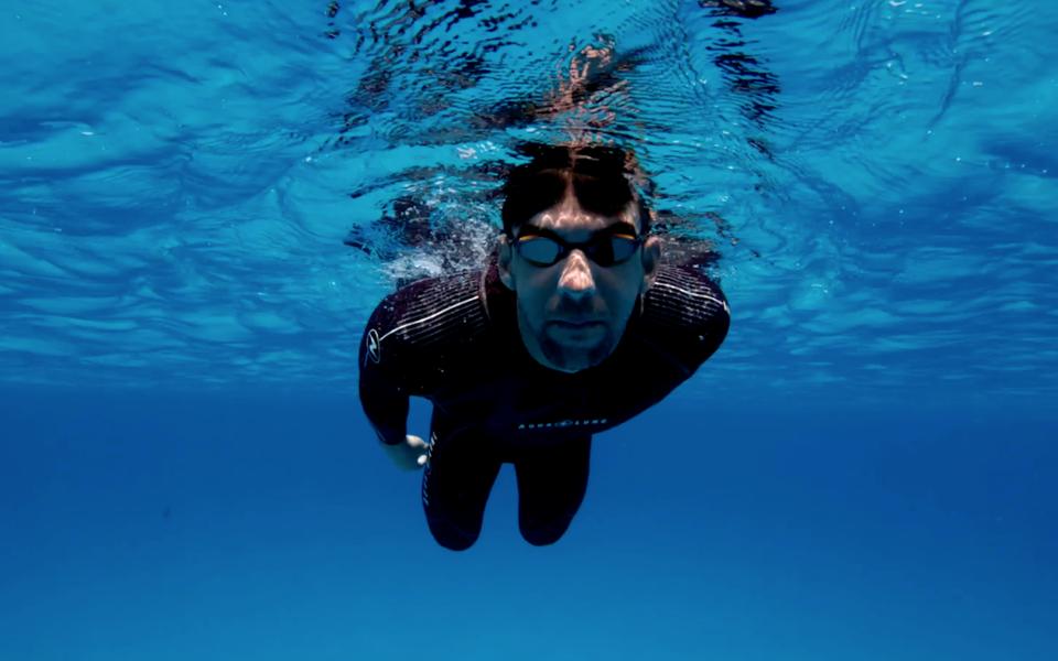 Олимпийский чемпион Майкл Фелпс устроил заплыв наскорость сбелой акулой