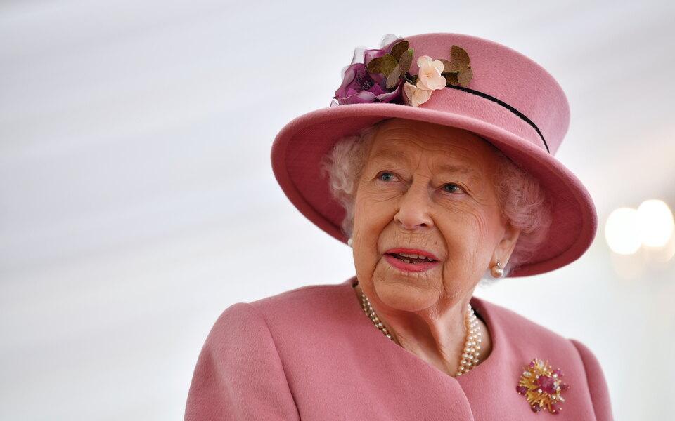 Королева Елизавета II запустила производство джина. В его аромате присутствуют нотки мирта и хурмы