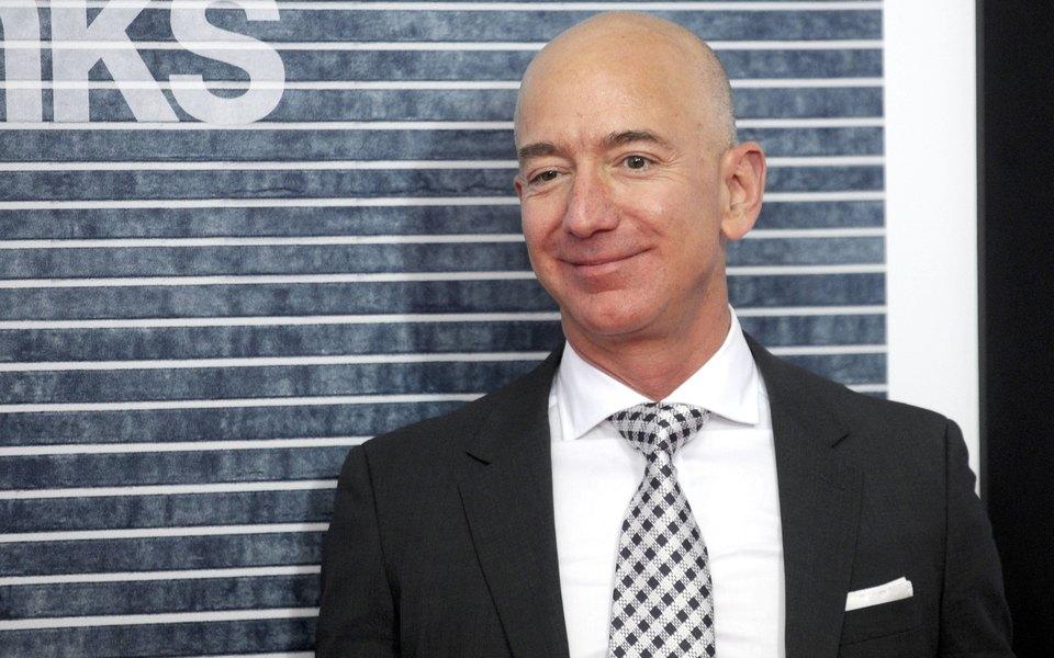 Основателя Amazon Джеффа Безоса шантажируют обнаженными снимками. Бизнесмен сам рассказал обэтом