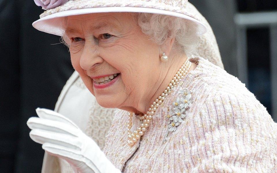 Для королевы Великобритании Елизаветы II изготовят специальные противовирусные перчатки