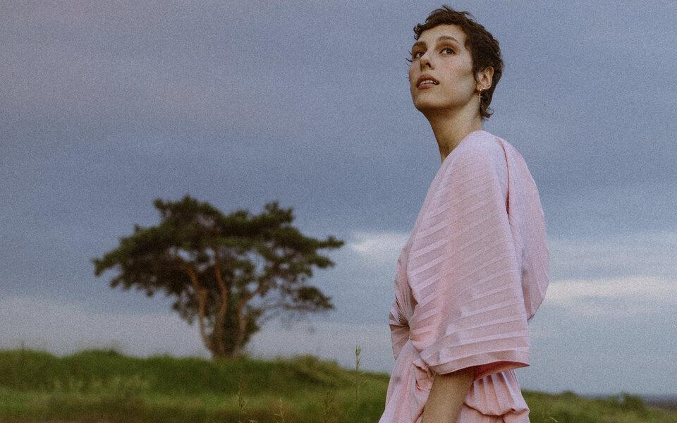 Ирина Горбачева представила дебютный сингл и клип на него