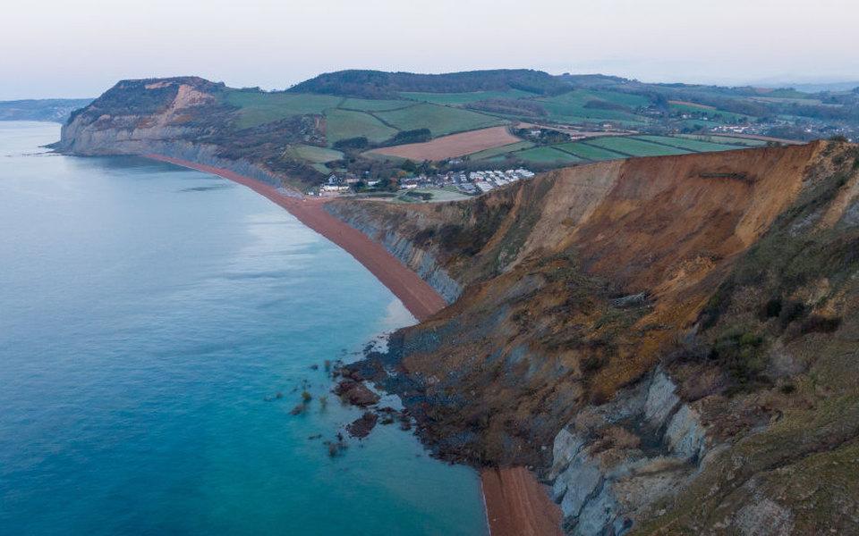 На Юрском побережье обрушился 300-метровый участок утеса