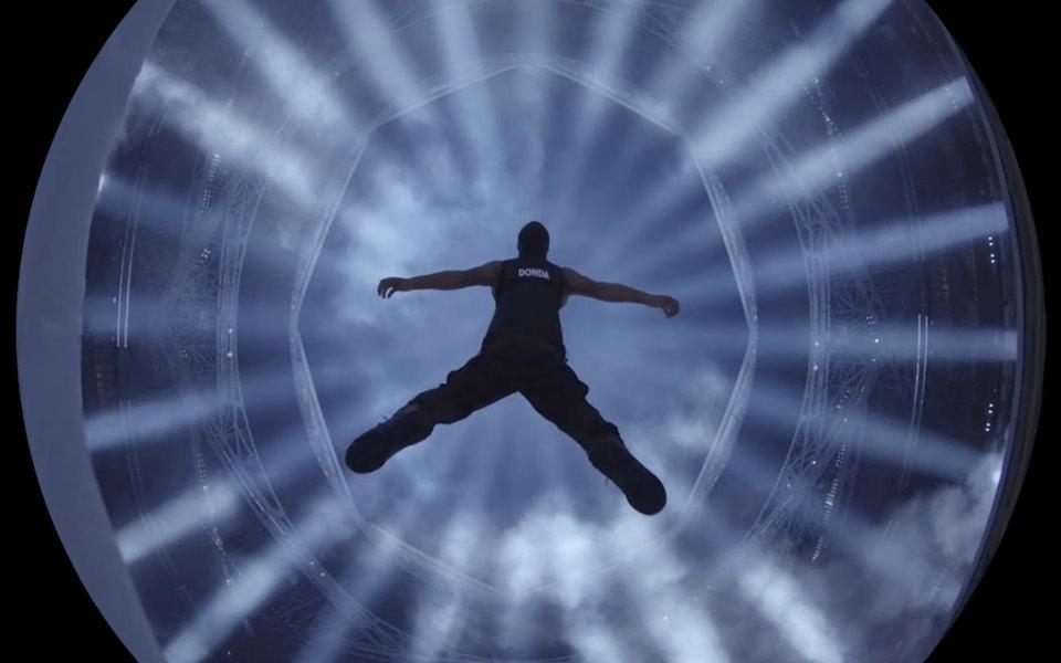 Канье Уэст улетает на небеса и парит в облаках в новом клипе на трек «24» с альбома Donda