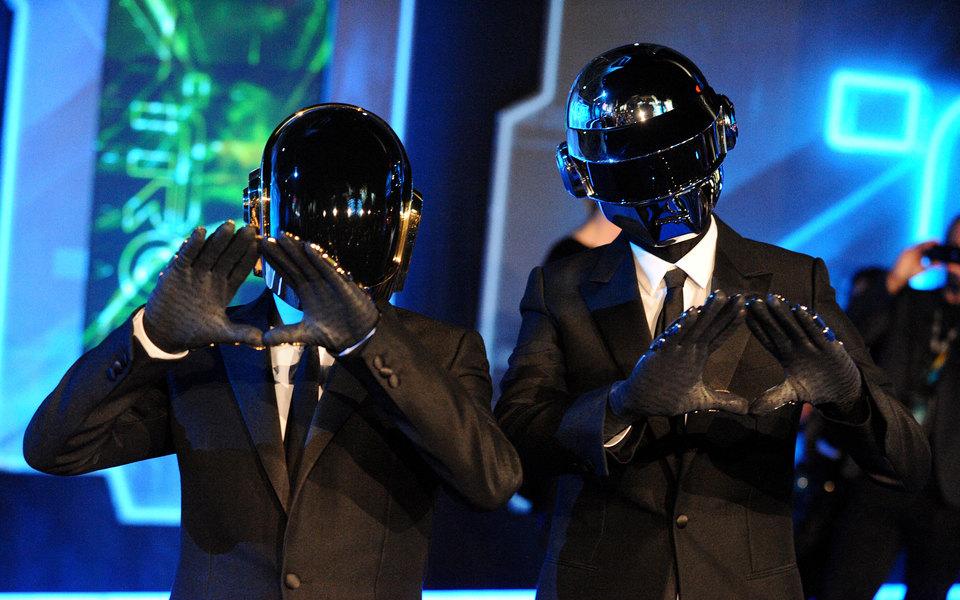 Группа Daft Punk распалась. Интернет ностальгирует