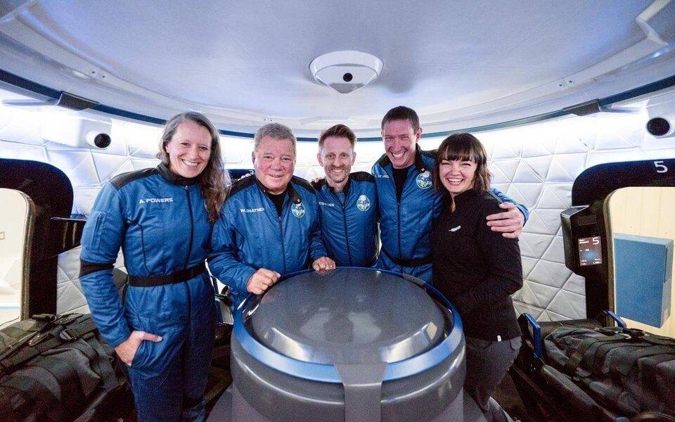 Blue Origin отправила в космос 90-летнего Уильяма Шетнера, сыгравшего капитана Кирка в «Звездном пути»