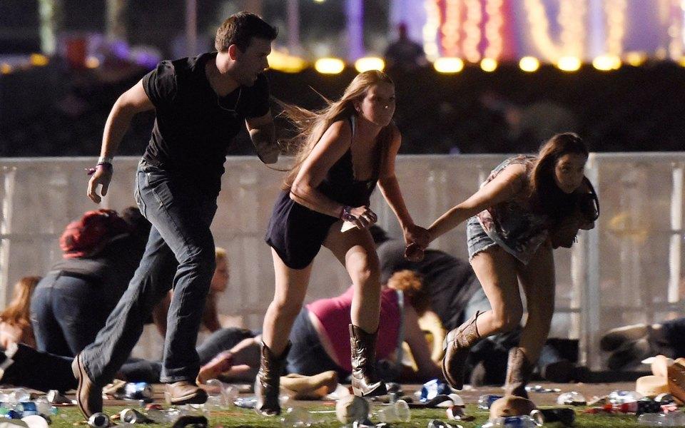 Из окна отеля вЛас-Вегасе застрелили 58 человек. Его владелец подал всуд напострадавших