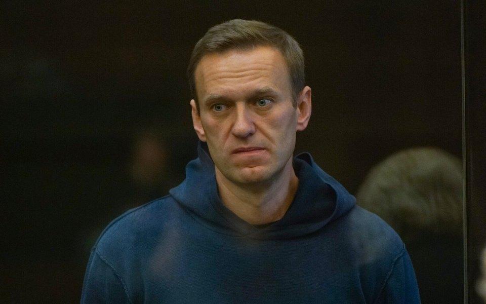 Депутаты региональных парламентов написали обращение наимя президента стребованием срочно допустить врачей кАлексею Навальному