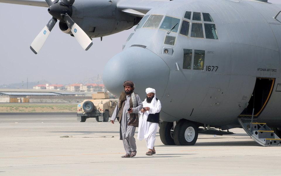 США оставили в Афганистане переводчика, в 2008 году спасшего Байдена. Теперь семья афганца вынуждена скрываться от боевиков