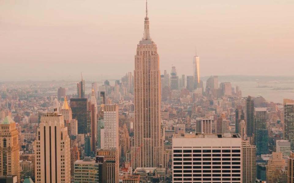 Видео дня: пятиминутная прогулка поНью-Йорку