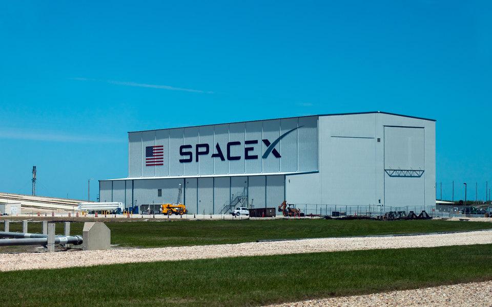 Названы имена 3 космических туристов, которые отправятся наМКС накорабле Илона Маска. Тома Круза среди них нет
