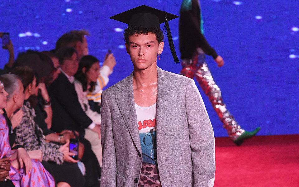 Посмотрите нановую коллекцию Calvin Klein, вдохновленную фильмами «Выпускник» и«Челюсти»