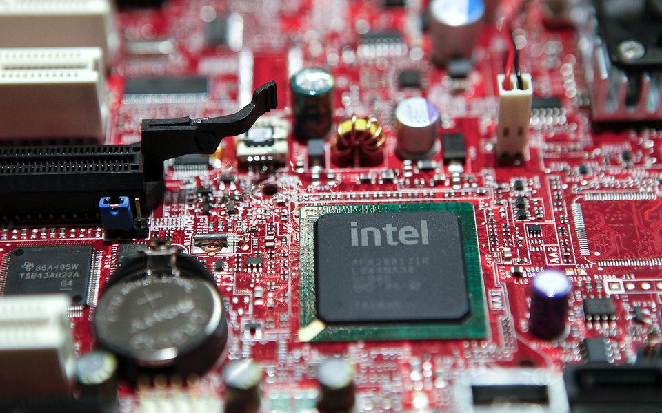 Microsoft выпустила экстренное обновление из-за критической уязвимости впроцессорах Intel