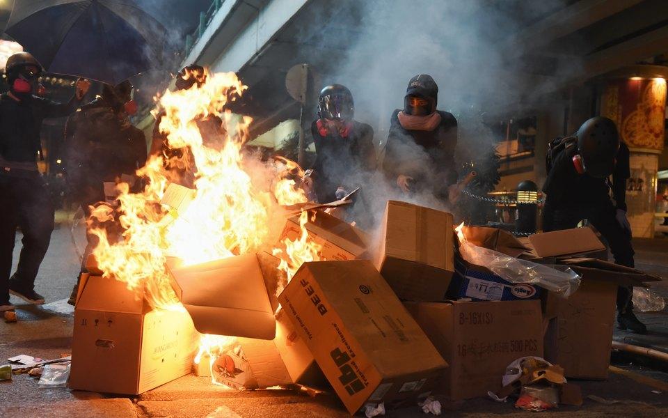 Полиция вГонконге снова применила огнестрельное оружие. Пострадавший демонстрант находится вкритическом состоянии