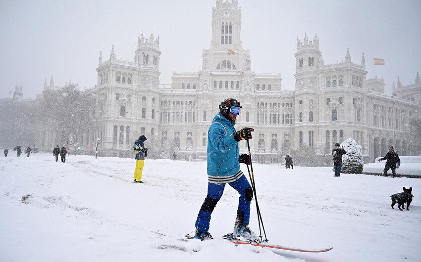 На Мадрид обрушился сильнейший снегопад за 50 лет