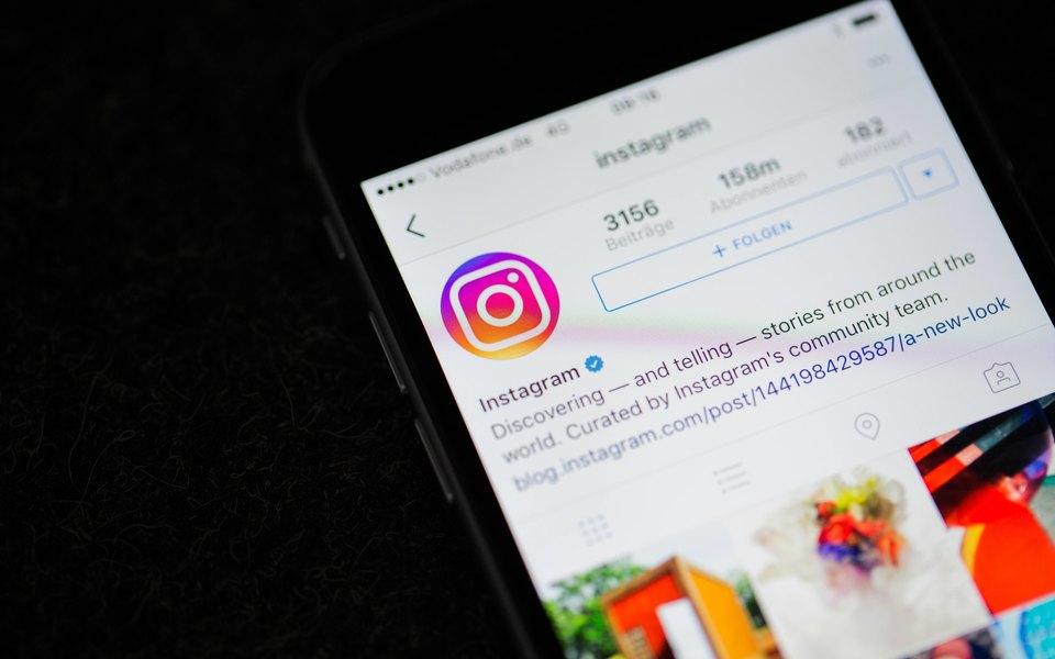 Instagram начал тестировать публикацию одного поста снескольких аккаунтов одновременно