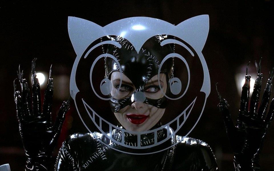 Илон Маск спросил втвиттере, нужно ли создавать женщину-кошку отTesla. Подписчики завалили его мемами