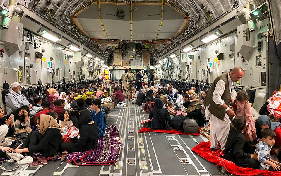 Airbnb предоставит бесплатное жилье 20 тысячам афганских беженцев по всему миру