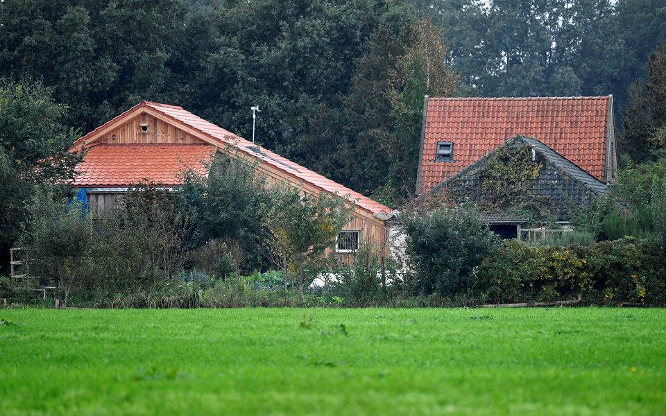 Вид на дом, где семья прожила взаперти 9 лет
