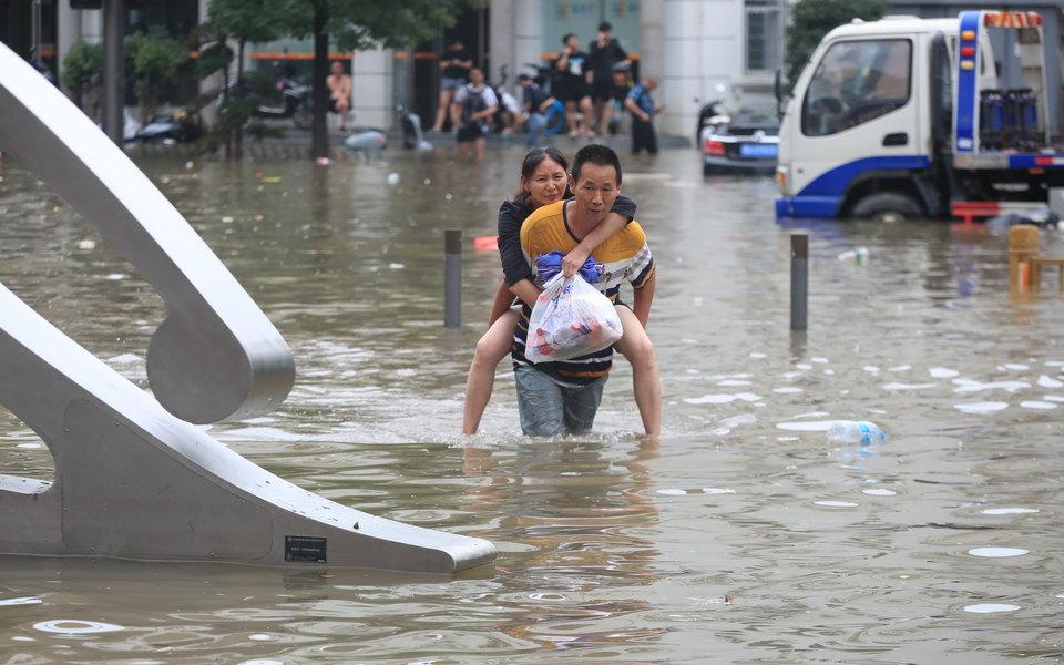 В Китае как минимум 25 человек погибли из-за наводнения после сильнейших «за тысячу лет» ливней