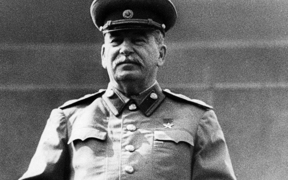 Экс-следователь потребовал возбудить уголовное дело против Сталина. Историки отметили важность этого заявления