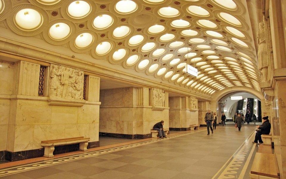 В Москве у женщины начались схватки в метро. Роды приняли полицейские