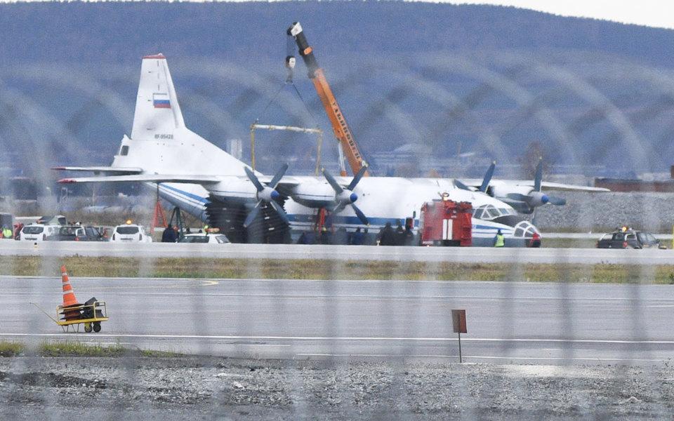 Военно-транспортный самолет АН-12, совершивший аварийную посадку в аэропорту Кольцово имени Акинфия Демидова